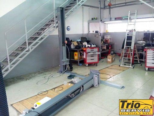 instalacija nove dizalice u TRIO Servisu